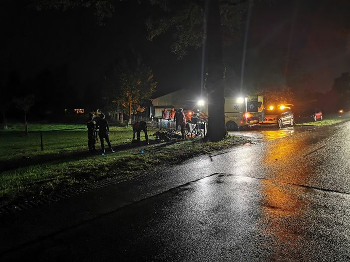 Een scooterrijder kwam donderdagavond in Barneveld door nog onbekende oorzaak ten val.