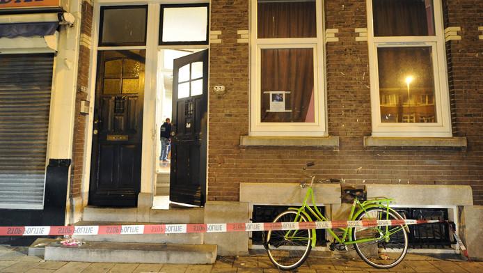 Het huis in de Rotterdamse Boergoenestraat waar het lichaam van Jennefer werd aangetroffen.