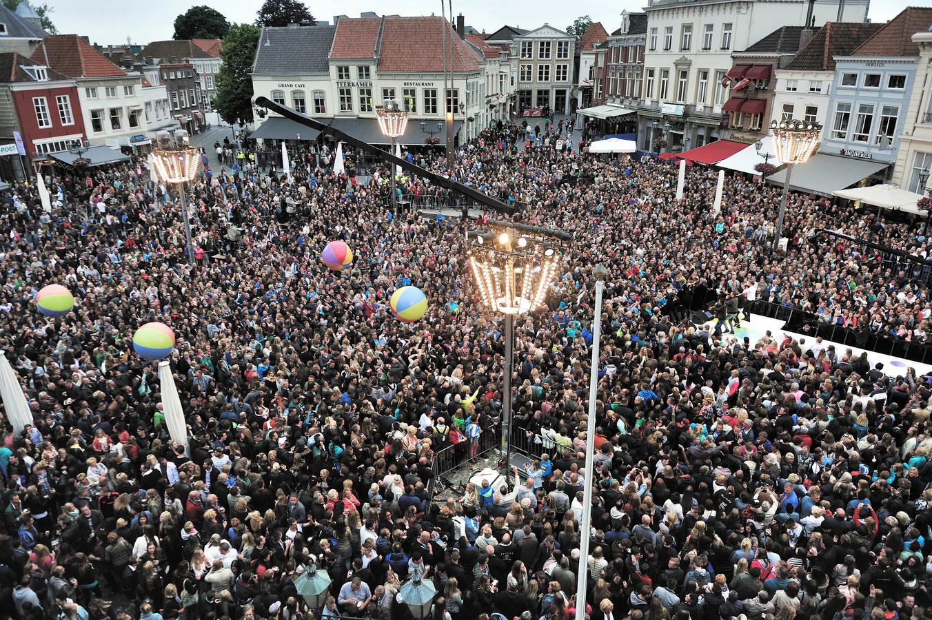 Bij het Sterren Muziekfeest is grote belangstelling te verwachten, zoals hier in 2015 in Bergen op Zoom.