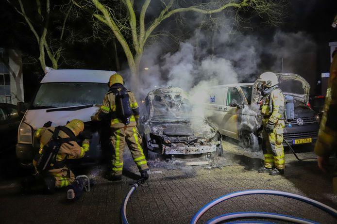 Bij de autobrand aan de Soldeniersveld was schade aan drie voertuigen.