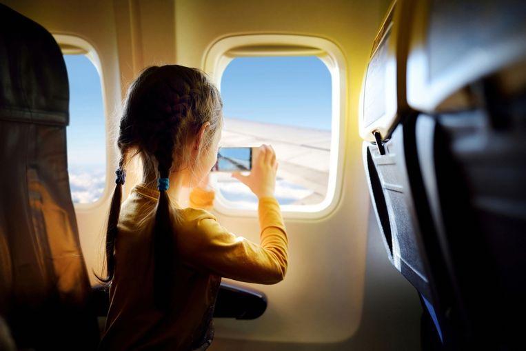 Veel vliegtuigmaatschappijen eisen dat je je toestellen uitzet bij het opstijgen en bij de landing