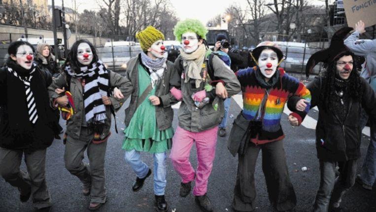Demonstratie in Parijs voor de vrijlating van Julien Coupat, de hoofdverdachte van de sabotage van het TGV-netwerk. De arrestatie wordt vooral in linkse kringen veroordeeld. (AFP) Beeld AFP