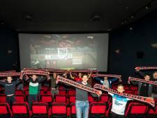 Helmond Sport-supporters zien 'hun' sterren op het witte doek de zege uit handen geven