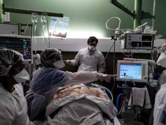 OVERZICHT. Gemiddeld aantal nieuwe ziekenhuisopnames en besmettingen zetten stijgende trend voort