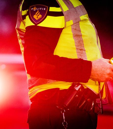 Auto met jerrycans rijdt politiebureau Kerkrade in