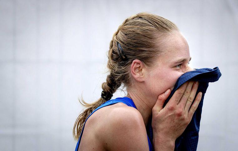 Vastenburg in tranen na de finish: 'Dit is de basis. Dat het nu wel lukt, na niet eens zo veel trainen, is gewoon mooi.' Beeld Jiri Buller / de Volkskrant