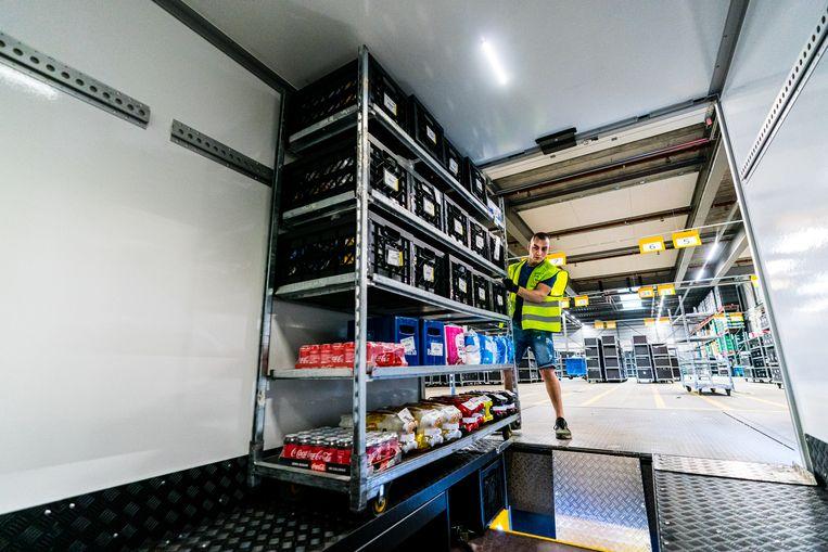 In de supermarkt- en distributiebranche is op het moment veel werk. Beeld ANP