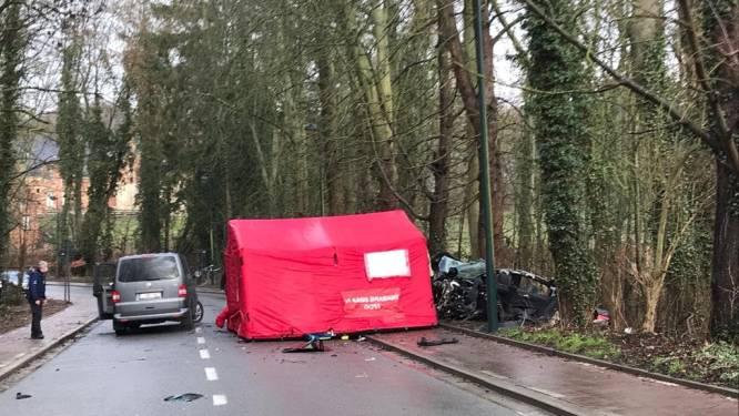 Auto met minderjarigen breekt in drie stukken: 16-jarige jongen overleden