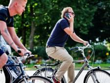 Elke dag krijgen zo'n 150 fietsers een boete na bellen of appen op de fiets, zo zit het in uw gemeente