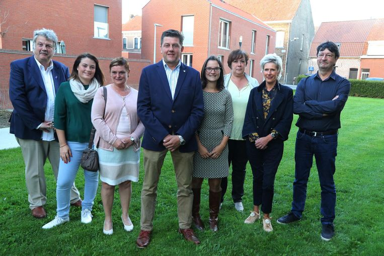 RESPECT met lijsttrekker Kristof Veramme (vooraan) en Katleen Poissonier (tweede rechts).
