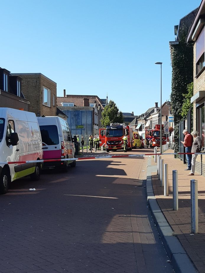 Hoogstraat Roosendaal tijdelijk afgesloten na vermoedelijke vondst hennepkwekerij.
