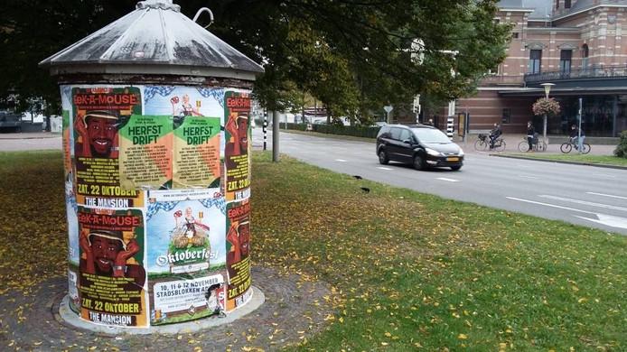 Posters voor het Oktoberfest op het Velperplein in Arnhem.
