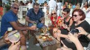 """Burgemeester Lippens dreigt met sluiting als beachbars blijven eten serveren: """"Regels zijn er om nageleefd te worden"""""""