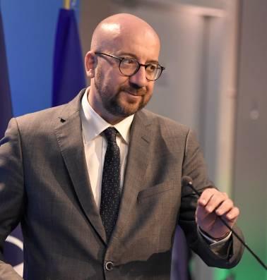 Onder het motto jobs, jobs, jobs is het redden wat er te redden valt voor Michel