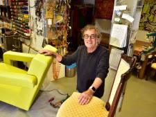 Deze Goudse meubelstoffeerder doet alles zelf, en dat al sinds 1972
