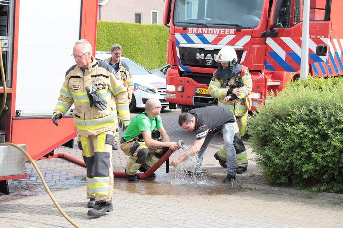 Buurman Martial Herveic liep lichte brandwonden op aan z'n armen.