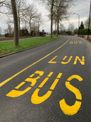 Op de Oranjelaan is een tijdelijke busbaan aangelegd, zodat de bus en de hulpdiensten vrij baan hebben.