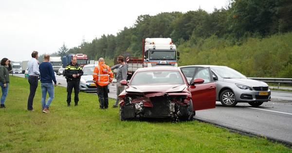 Auto total loss na botsing met vachtwagen op de A1.