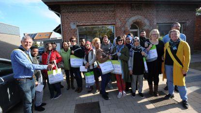Anderstaligen leren week lang Nederlands in handelszaken