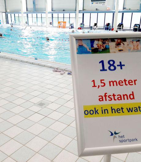Zwembad in Almelo mag weer open: gelijk dertig man voor de deur