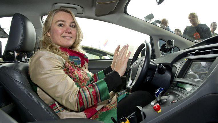 Minister Melanie Schultz van Haegen van Infrastructuur in een zelfrijdende auto. Beeld ANP