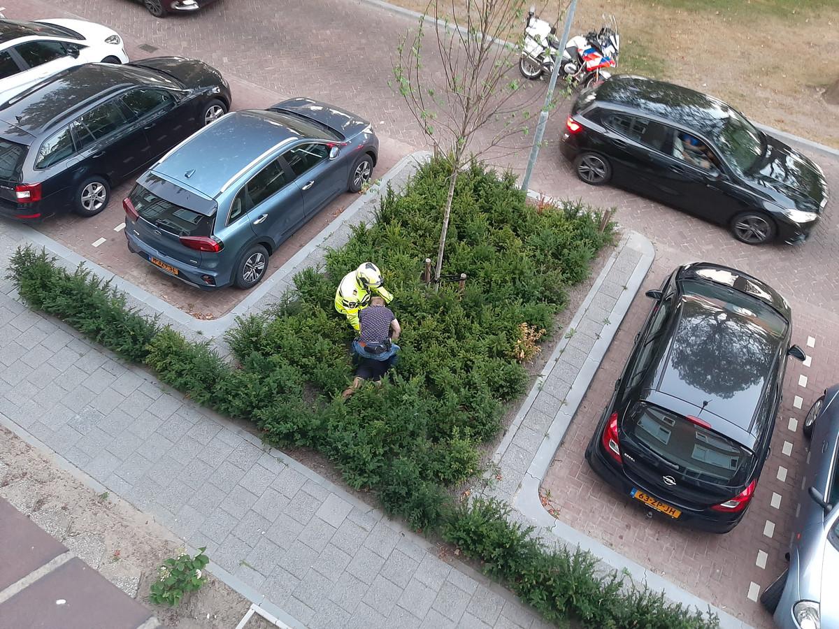 Man sprong uit auto en rende weg, agenten hielden hem op het Planciusplein aan in Breda.
