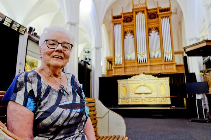 Ria de Jongh in de Buurkerk. ,,De Joodse broers hielden zich schuil op het dak boven het orgel.''