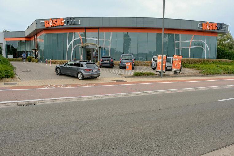 De plek van het ongeval op de Haachtsesteenweg, vlak voor het gebouw van Basic Fit.