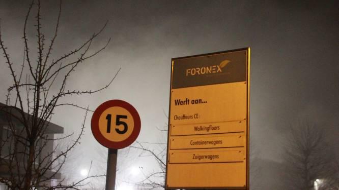 Vrachtwagen in loods Foronex vat vuur: enorme rookontwikkeling
