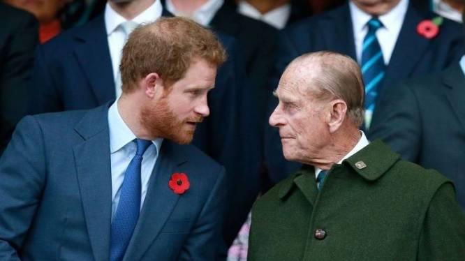 """Prins Philip neemt afstand van kleinzoon Harry en Meghan: """"Hij trekt zijn handen van hen af"""""""
