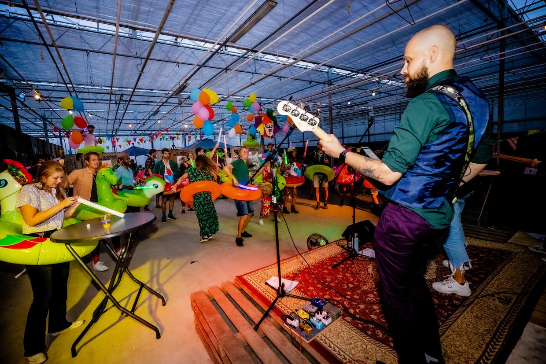 In Zwaagdijk hebben Lowlanders een eigen editie nagebouwd, inclusief livemuziek en verschillende hangplekken.