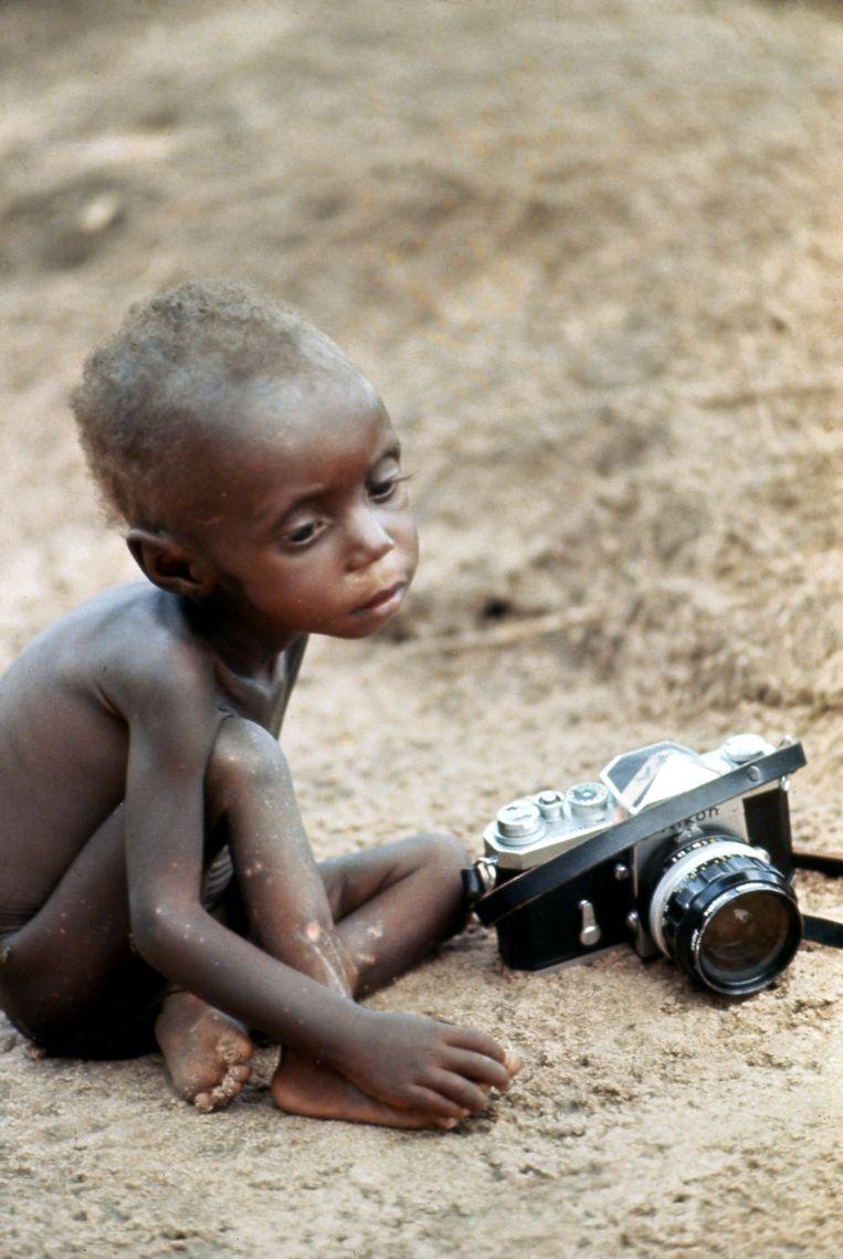 Een kind in Biafra, 1968. Beeld Jean-Claude Sauer / Getty