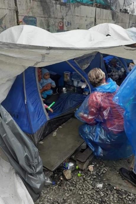 Vrijwilligers terug van Lesbos: 'Kindjes slapen 's nachts in doos vanwege de ratten'