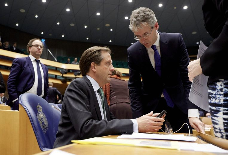 ChristenUnie-leider Arie Slob (rechts) in gesprek met D66-leider Alexander Pechtold. Beeld anp
