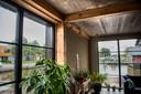 Het huis van Gerrit Hiemstra bestaat uit voornamelijk hout en kalkhennep, duurzame materialen met weinig impact op milieu en klimaat.