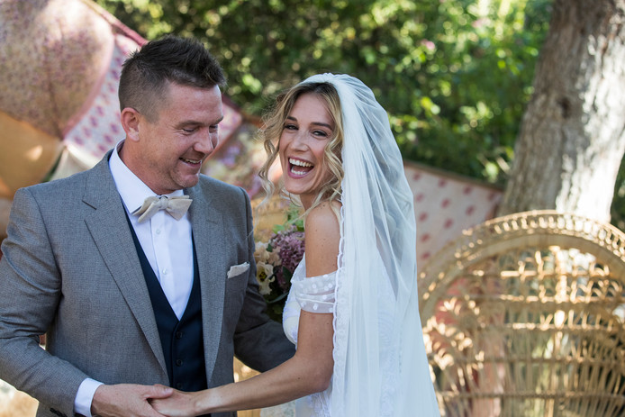 Johnny de Mol en zijn kersverse vrouw Anouk van Schie trouwden afgelopen najaar in Portugal.