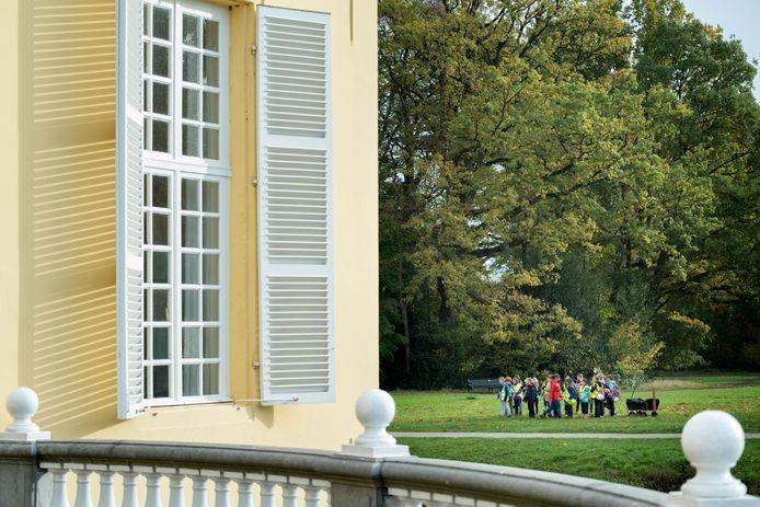 HINGENE Leerlingen van basisschool de Krinkel gaan op zoek naar dierensporen in kasteeldomein d'Ursel