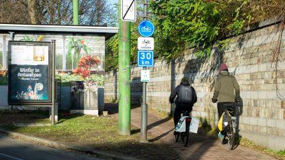 Stad plaatst eerste waarschuwingsborden voor snelle fietsers