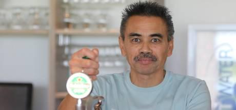Edwin staat achter de bar bij De Alblas: 'Je bent een praatpaal voor spelers en trainers'