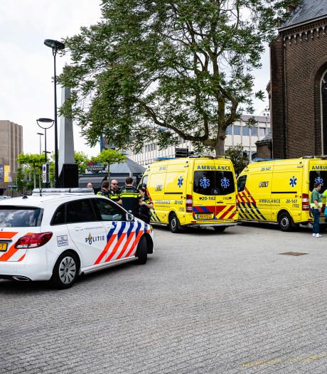 Twee kleine kinderen uit hete auto bevrijd in Tilburg