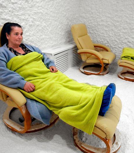 Hoe zouttherapie in Hardinxveld ex-coronapatiënten van klachten af helpt: 'Ik kan weer vrij ademhalen'