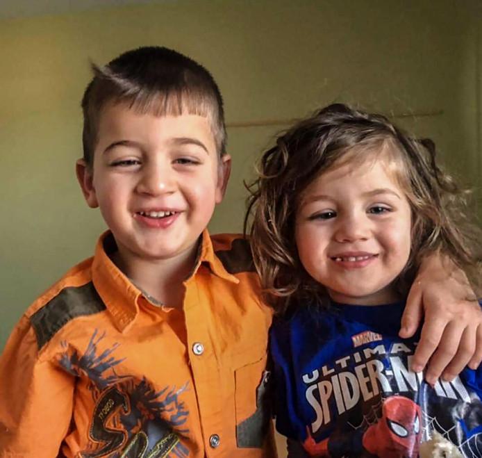 Vrej(5) en Jemma (3), twee  Armeense kinderen die vandaag worden uitgezet