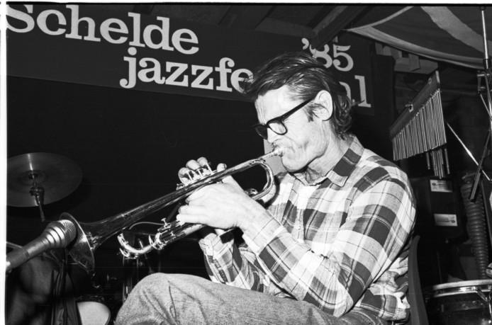 De Amerikaanse trompettist Chet Baker (1922-1988) speelt in Porgy en Bess tijdens het Schelde Jazzfestival in 1985 de sterren van de hemel.