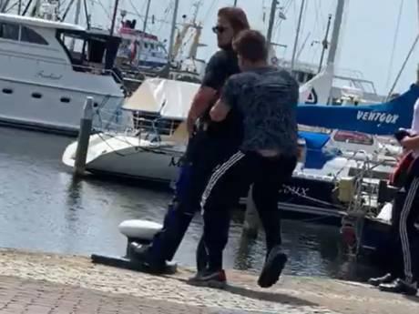 Geschokte reacties op in water duwen boa door tiener op Urk: 'Je moet met je vingers van boa's afblijven'