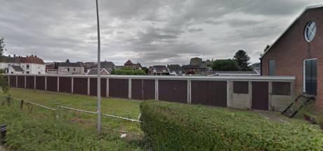 Nieuwbouw mogelijk achter café De Ster in Goor: garageboxen maken plaats voor negen woningen