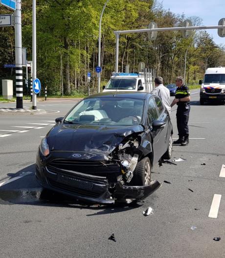 Gewonde bij ongeluk op Bredaseweg in Tilburg, deel weg afgesloten
