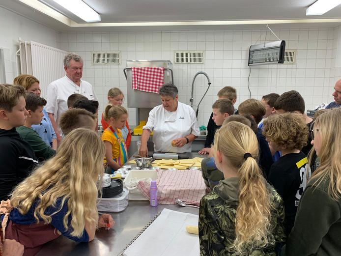 Hoevense kinderen leren koken