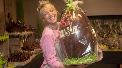 """Qmusic-dj Heidi Van Tielen start de ochtend in chocoladeatelier Schelderode: """"Verleiding om onder chocoladewaterval te hangen is groot """""""