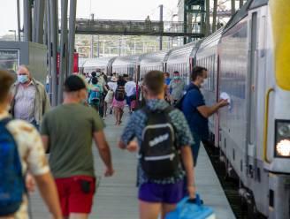 """Maximum aantal reizigers per station, treinen mogen maar tot tachtig procent gevuld zijn: """"Kom dit weekend niet naar de kust"""""""