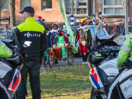 Sponsoren intocht trekken zich terug na dreigbrief Kick Out Zwarte Piet